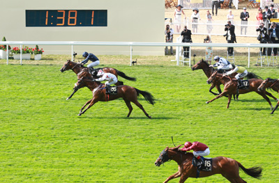 ROYAL ASCOT THURS 18 JUNE 2015  PICTURE: CAROLINE NORRIS     WAR ENVOY RIDDEN BY RYAN MOORE, FAR SIDE, WINNING THE BRITANNIA STAKES FROM UDODODONTU RIDDEN BY JASON HART, 2ND.