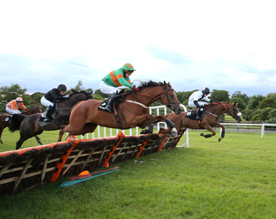 BELLEWSTOWN THURS 2 JULY 2015  PICTURE: CAROLINE NORRIS     TO CHOOSE RIDDEN BY MARK FLANAGAN, NEAR CAMERA, WINNER, JUMPING THE LAST IN THE KINGBET HANDICAP HURDLE WITH THETURNOFTHESUN RIDDEN BY KEVIN SMITH, FAR SIDE