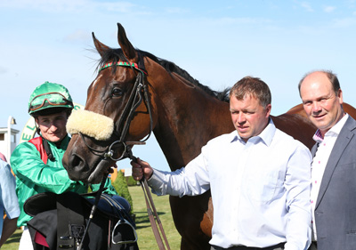 BELLEWSTOWN THURS 2 JULY 2015  PICTURE: CAROLINE NORRIS     ZUNERA WITH SHANE FOLEY, MARTIN DEVANEY AND MICHAEL HALFORD AFTER WINNING THE GLEBE HOUSE STUD HANDICAP