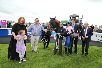 CURRAGH SAT 18 JULY 2015  PICTURE: CAROLINE NORRIS     HAPPY SCENE IN THE WINNER'S ENCLOSURE AFTER TOOREEN LEGEND HAD WON THE BOODLES LADIES DERBY . JAMES O'BRIEN, NINA CARBERRY, FOZZY AND TOMMY STACK ARE IN PHOTOGRAPH