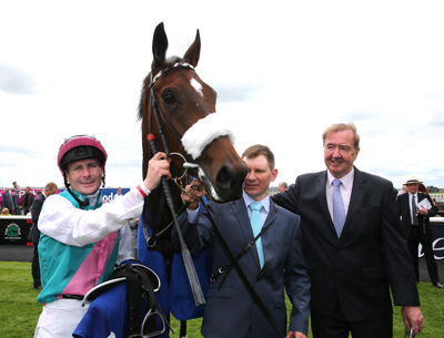 CURRAGH SAT 23 MAY 2015  PICTURE: CAROLINE NORRIS     BROOCH WITH PAT SMULLEN, PAVLO KONONENKO AND DERMOT WELD AFTER WINNING THE LANWADES STUD STAKES