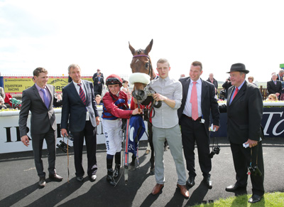 CURRAGH SUN 24 MAY 2015  PICTURE: CAROLINE NORRIS     MAJENTA WITH DES CUMMINS, JOERG VASICEK, CHRIS HAYES, GERRY ROSS AND KEVIN PRENDERGAST AFTER WINNING THE N CONLAN & SONS BMW HANDICAP