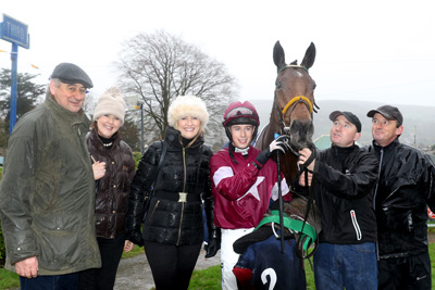 CLONMEL THURS 12 NOVEMBER 2015  PICTURE: CAROLINE NORRIS    ROAD TO RICHES WITH NOEL MEADE, ELAINE MONAHAN, DERVILLE MEADE, BRYAN COOPER, DAMIAN MCGILLICK AND EDDIE O'LEARY AFTER WINNING THE CLONMEL OIL STEEPLECHASE
