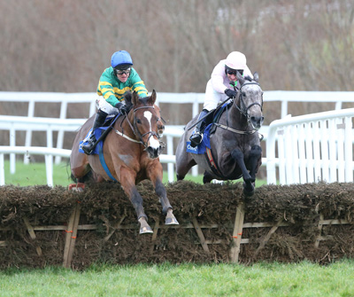 LEOPARDSTOWN SUN 17 JANUARY 2016  PICTURE: CAROLINE NORRIS       HENRY HIGGINS RIDDEN BY ROBERT POWER, LEFT, WINNER, AND KALKIR RIDDEN BY JACQUES RICOU, RIGHT, JUMPING THE LAST IN THE CORAL.IE HURDLE