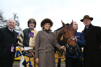 LEOPARDSTOWN TUES 29 DECEMBER 2015  PICTURE: CAROLINE NORRIS     NICHOLS CANYON WITH GRAHAM WYLIE, RUBY WALSH, ANDREA WYLIE, DICK DOWLING AND WILLIE MULLINS AFTER WINNING THE RYANAIR HURDLE
